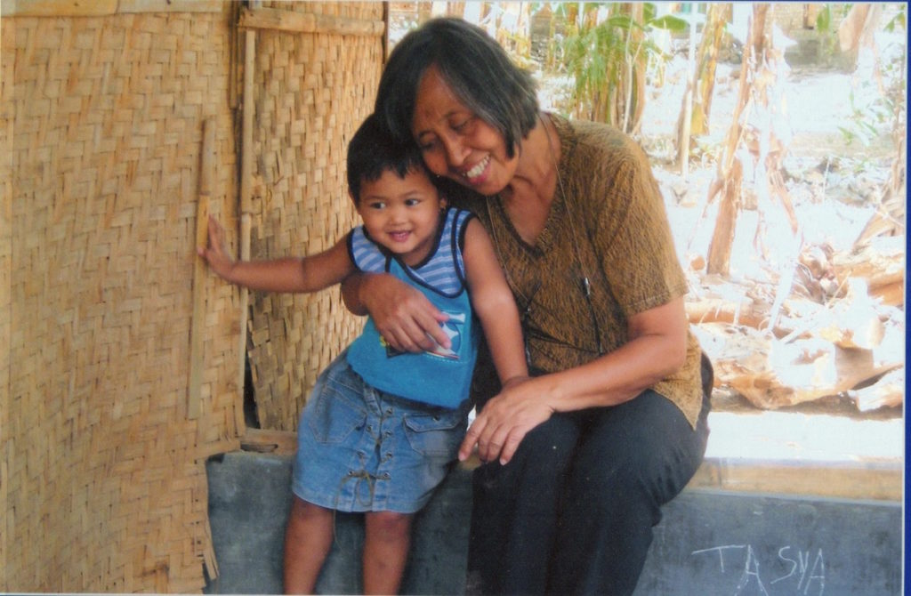 ibu lestari bersama anak yayasan hamba